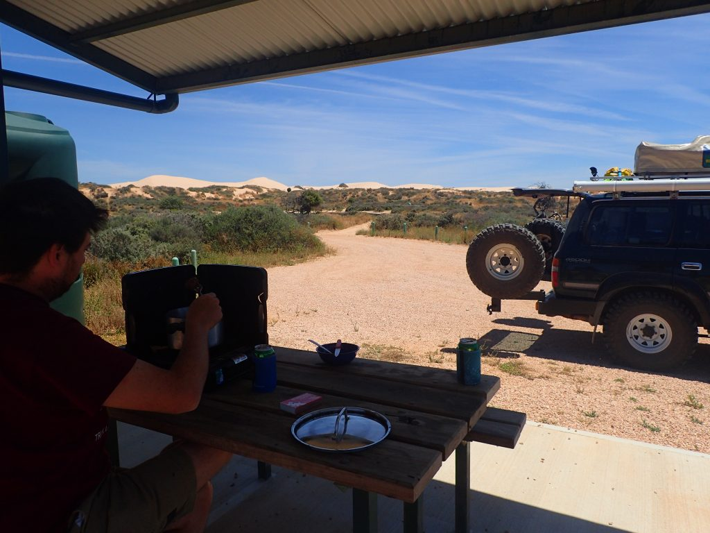 Lunch break at the Walls of China in Mungo NP